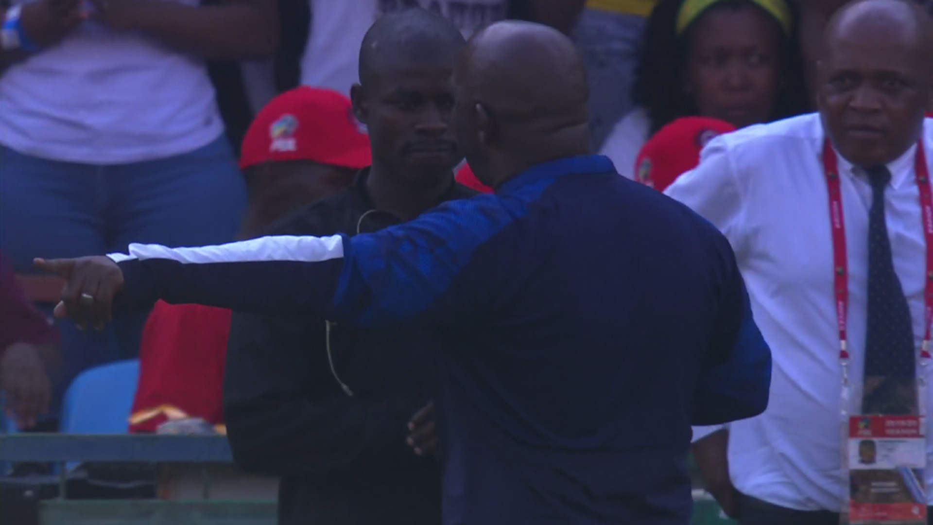 Absa Premiership | Mamelodi Sundowns v Kaizer Chiefs | Chaos at half time